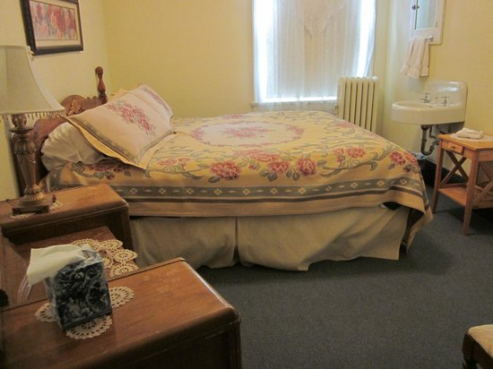 The Historic Union Hotel: Bedroom with King bed