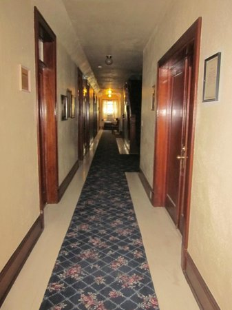The Historic Union Hotel: Hallway