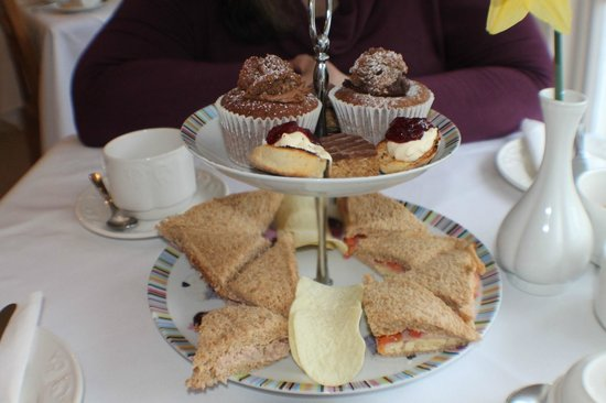 Trafalgar House: Cakes and sandwiches for afternoon tea.