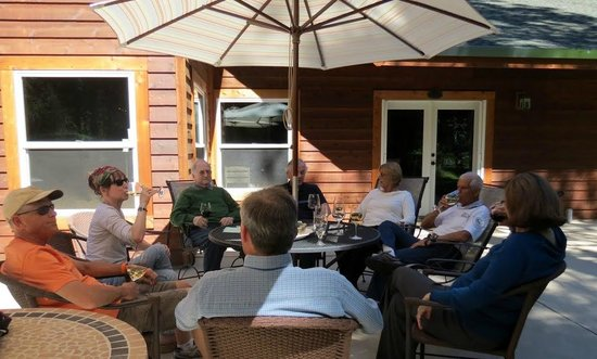 Arnold Black Bear Inn: wine and cheese on the back patio