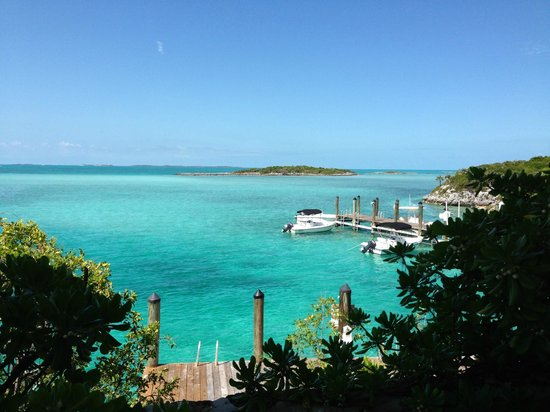 Fowl Cay Resort: View from the front of Bird Cage