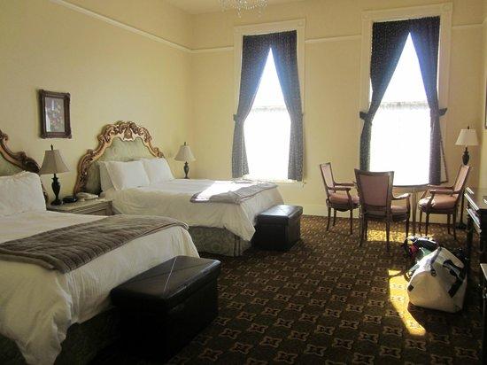 """جيسير جراند هوتل: Our """"Grand Room"""" with two king beds"""