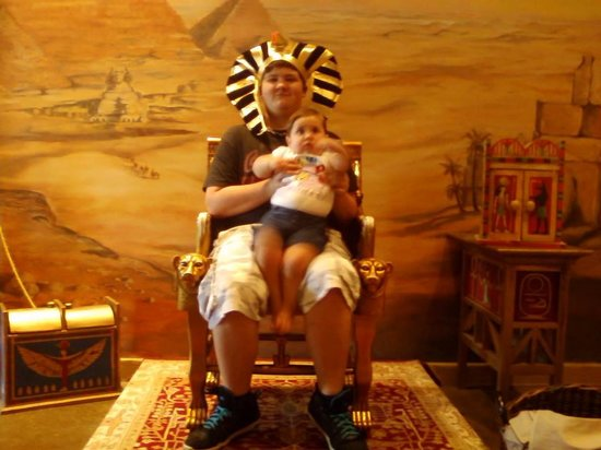 Tomb Egyptian Adventure: GThe pharoah king and lil sis, lol