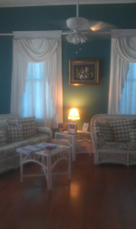 Coastal Dreams Bed & Breakfast: the living room down stairs
