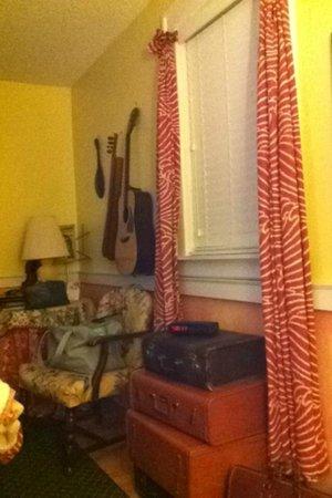 "The Garden Walk Bed and Breakfast Inn : ""Ray of Sunshine"" Room"
