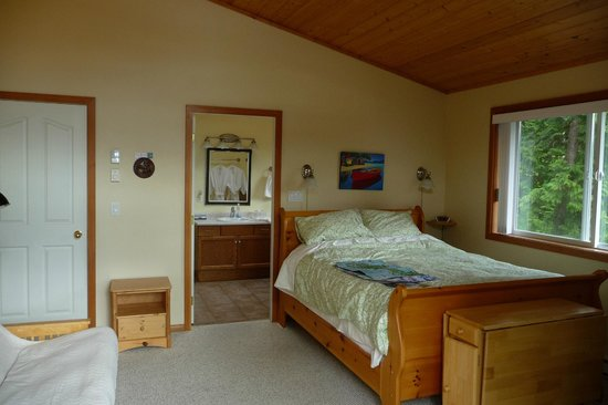 Blue Bear Bed and Breakfast: Cozy room