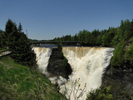 Kakabeka Falls, Canada : head on view