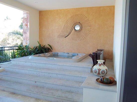 Garza Blanca Preserve, Resort & Spa: Hot tub on our patio