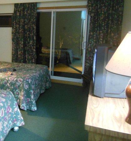 Tobermory Resort, Inn & Suites : Room