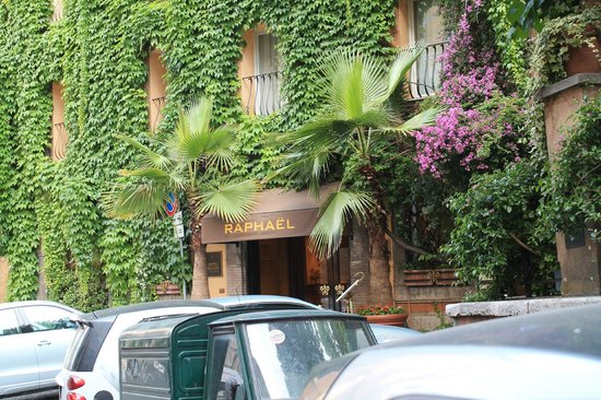 Hotel Raphael - Relais Chateaux: Front of hotel