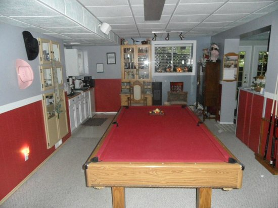 Along River Ridge: POOL  ROOM
