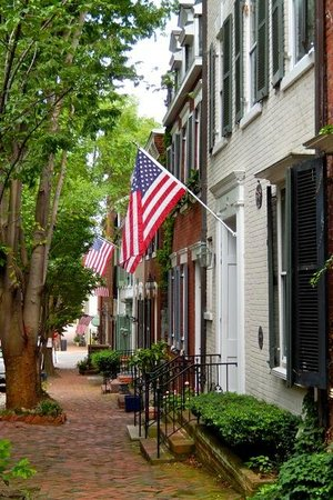 The Alexandrian, Autograph Collection: Old town Alexandria is only a couple blocks walk.