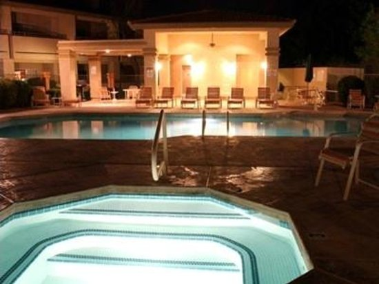 Pointe Condos at Tapatio Cliffs: Canyon Pool (nighttime)