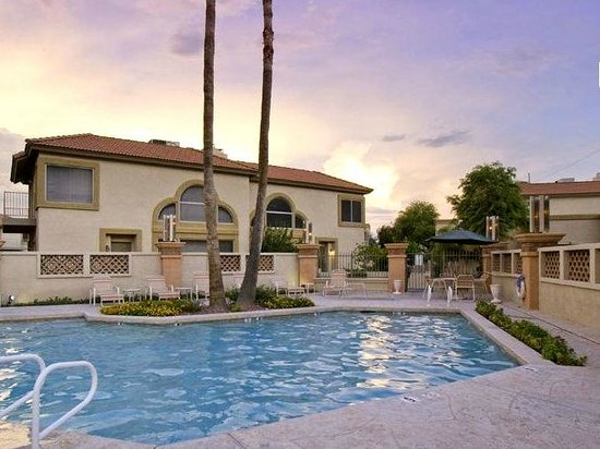 Pointe Condos at Tapatio Cliffs : Sunset Pool