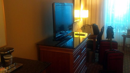 Hilton Seattle Airport & Conference Center: Flat Screen TV