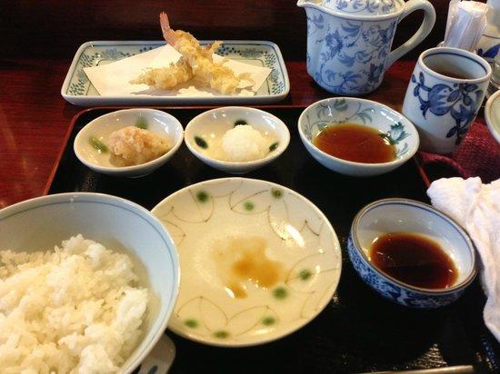 Shinjuku Tsunahachi Sohonten: Tempura set meal for less than 2000yen