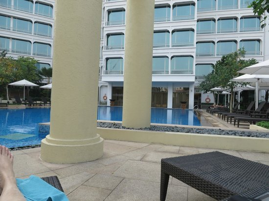 Park Hotel Clarke Quay: From the pool area, relaxing on the lounge.