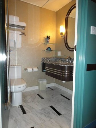 Disney's Hollywood Hotel: Bathroom