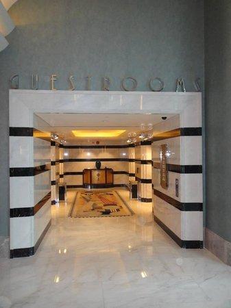 Disney's Hollywood Hotel: Hotel lift lobby