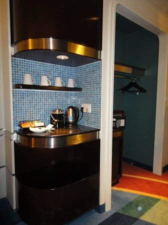 Disney's Hollywood Hotel: Pantry corner in the room
