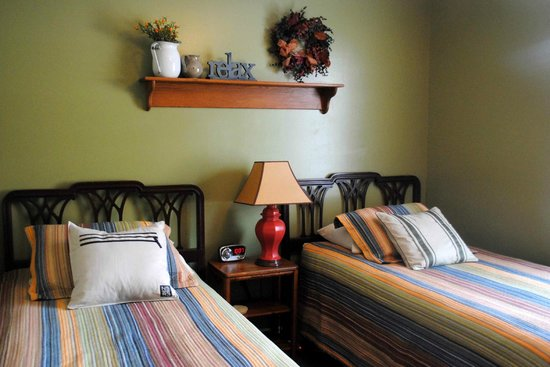 5 Corners Bed & Breakfast: Twin bedroom located in the family-friendly Sandstone Suite