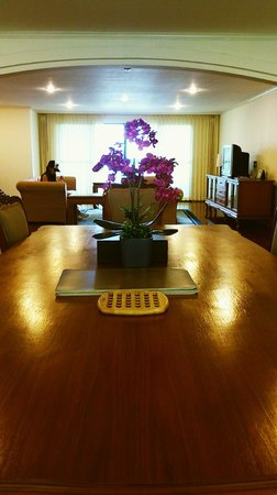 Orchid View Apartment: Dining area