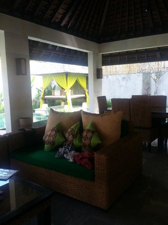 The Khayangan Dreams Villas: Living room + Dinning Area