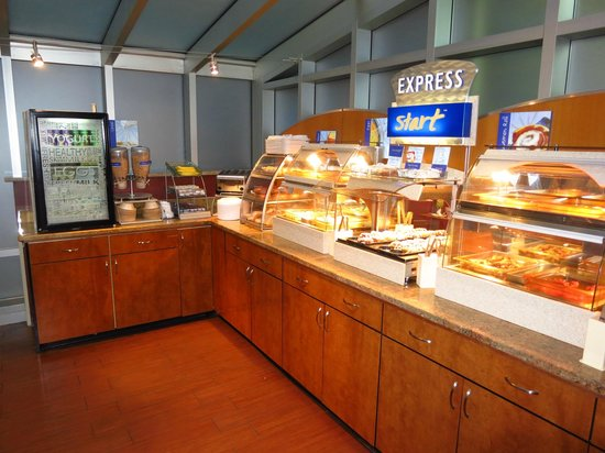 Holiday Inn Express New York City Times Square: Breakfast buffet