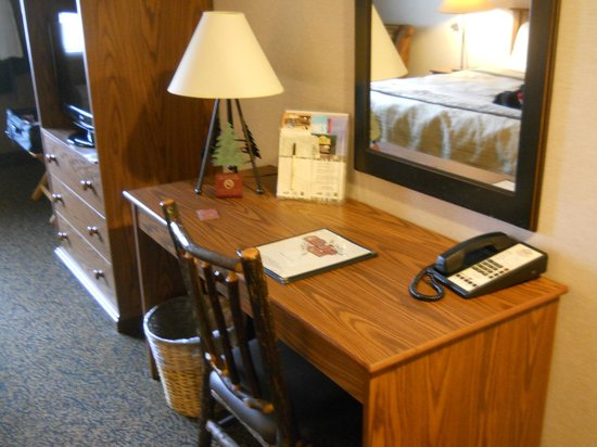 Stoney Creek Hotel and Conference Center - Des Moines: Desk in room.