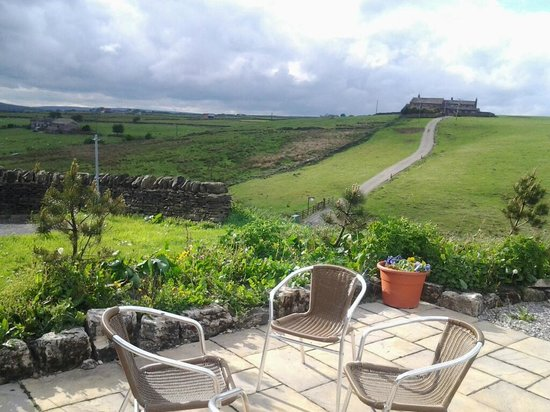 Leeming Wells Guest Accomodation: Views from the Leeming Wells