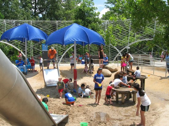 Shelby Farms Park: Sand and water play