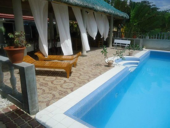 George & Jimmy's Whalewatching Resort: pool area
