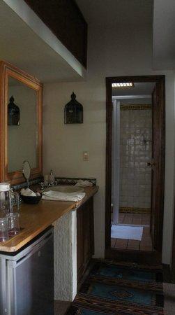 Casa de Las Bugambilias B&B: bathroom of Girasoles room