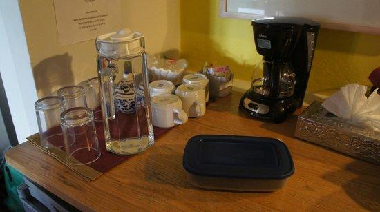 Casa de Las Bugambilias B&B: free coffe and tea provided