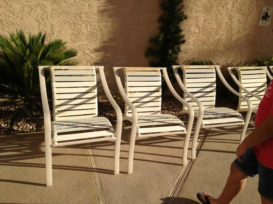 Santa Fe Station Hotel: Weathered Pool Furniture
