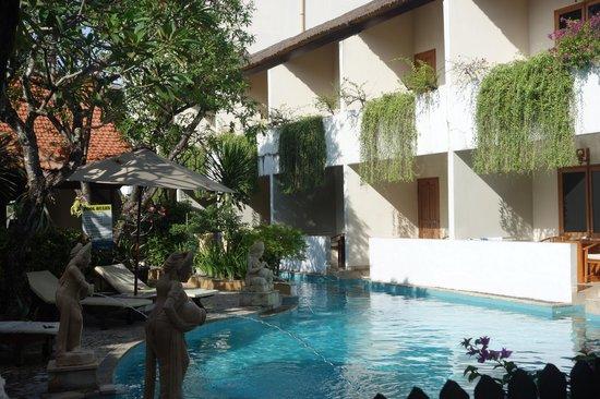 Kuta Lagoon Resort & Pool Villa: hotel rooms/pool access