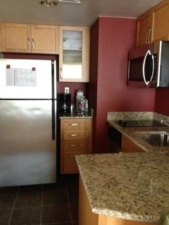 Residence Inn San Diego Rancho Bernardo/Carmel Mountain Ranch : kitchen