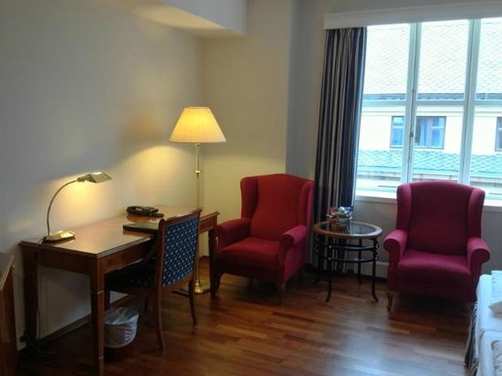 First Hotel Marin: Lounge and working area in the bedroom