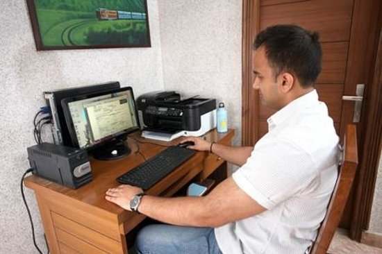 Indira International Hotel: internet Cafe