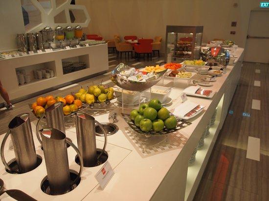 Four Points By Sheraton Bangkok, Sukhumvit 15: Breakfast - Eatery