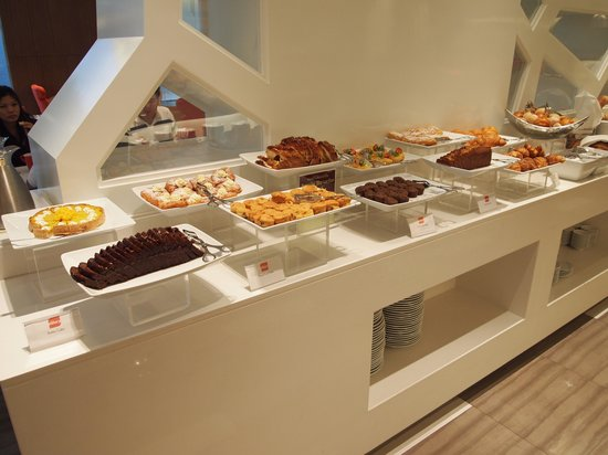 Four Points By Sheraton Bangkok, Sukhumvit 15: Breakfast - Eatery