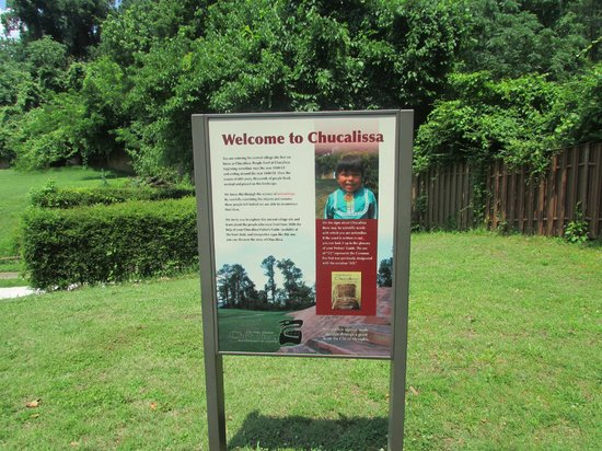 The C.H. Nash Museum at Chucalissa: signage in mound area