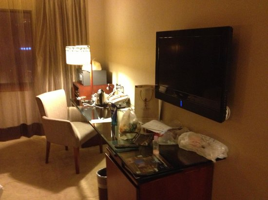 Grand Noble Hotel: TV AND DESK table