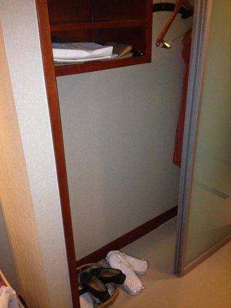 Grand Noble Hotel: closet