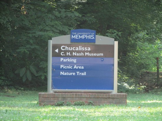 The C.H. Nash Museum at Chucalissa: Road signage