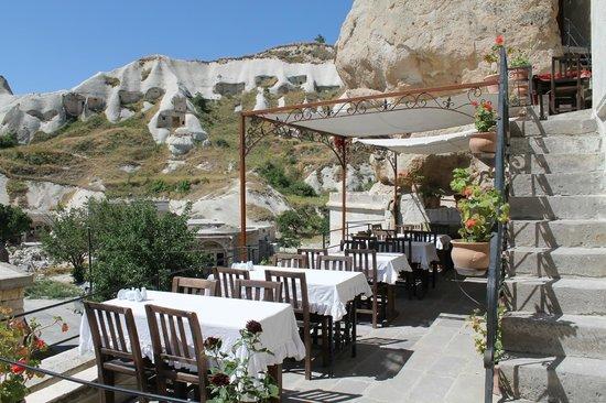 Divan Cave House Hotel: Outdoor Breakfast area