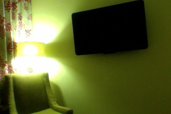 Daddy O Hotel: Big Plasma TVs