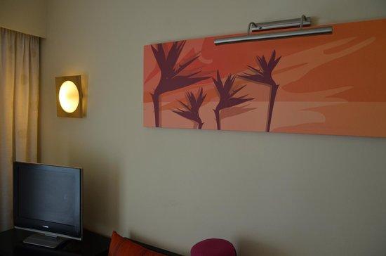 Pearle Beach Resort & Spa: artwork in room