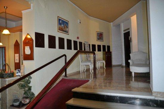Hotel Marko : Проход к лифту.