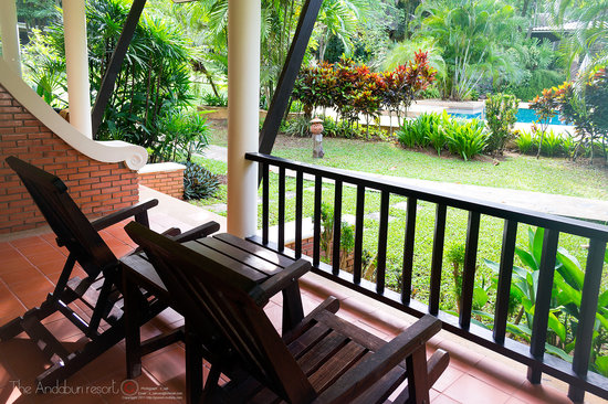 The Leaf on The Sands: The private terrace is surrounded by a variety of tropical plants.
